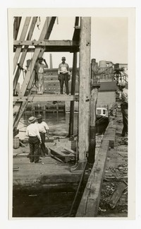 Pulling piles on Pier 7, Baltimore, Maryland, August 26, 1936